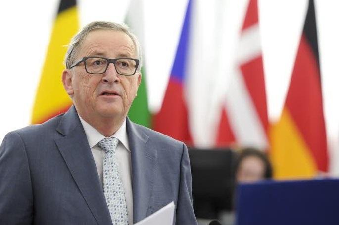 Migranti, allarme di Juncker: spazio Schengen è a rischio, Ue minacciata