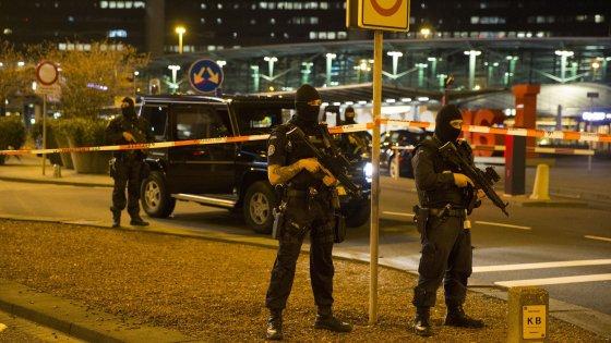 Aeroporto Amsterdam riaperto dopo allarme nella notte, un arresto