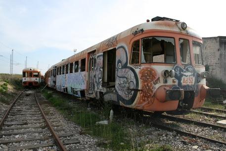 Milano, treno travolge due writer: morto un 19enne, ferito l'amico