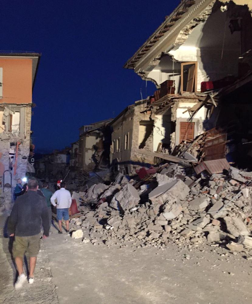 Terremoto, emergenza sangue. In molti in coda per donarlo