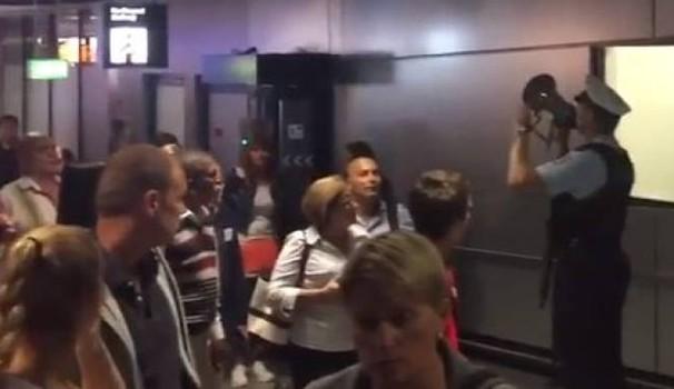 Germania, allarme bomba: evacuato aeroporto Francoforte, ma era passeggero…