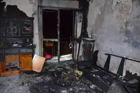 Samarate, tenta di dare fuoco alla moglie e alla casa: arrestato tunisino