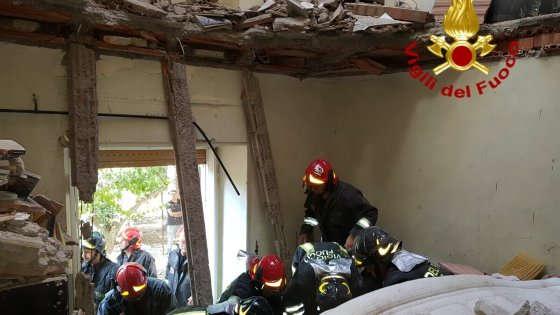 Frascati: crolla un solaio in via Giolitti, 80enne in gravi condizioni