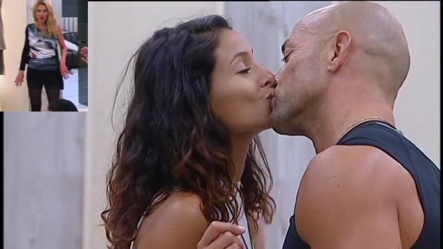 Grande Fratello Vip, bacio tra Valeria Marini e Stefano Bettarini