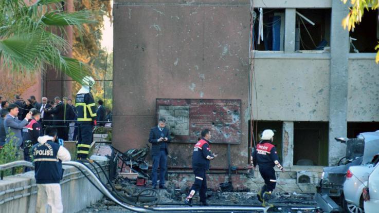 Turchia, attentato a ufficio governatorato Adana: almeno 2 morti e 16 feriti