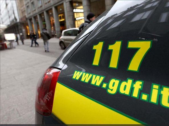 Ragazzo si uccide davanti madre durante perquisizione della Guardia di Finanza